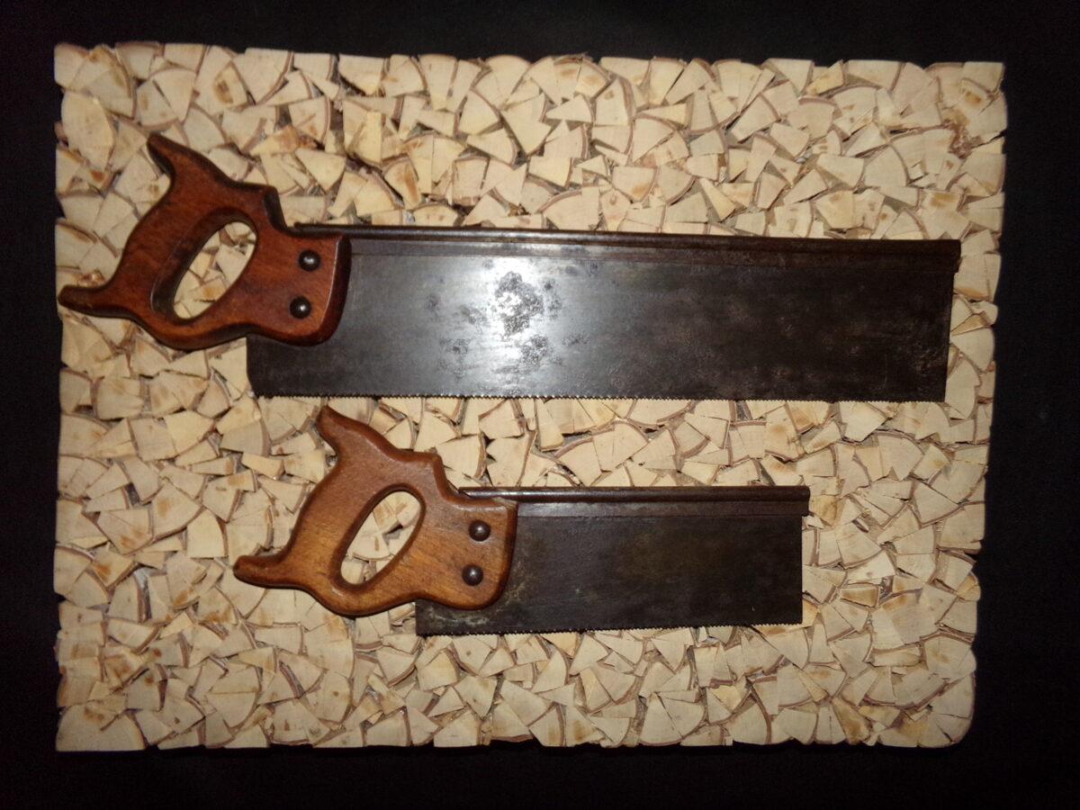 Две ручные пилы-ножовки.