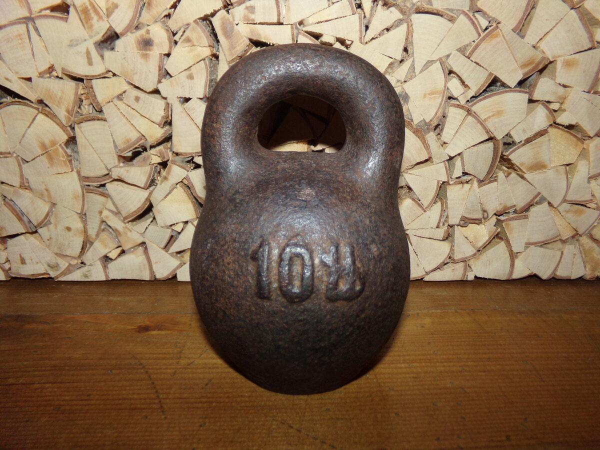 Железная гиря на 10 фунтов старорусского обозначения. Клеймо Латвии 1920-тых годов.