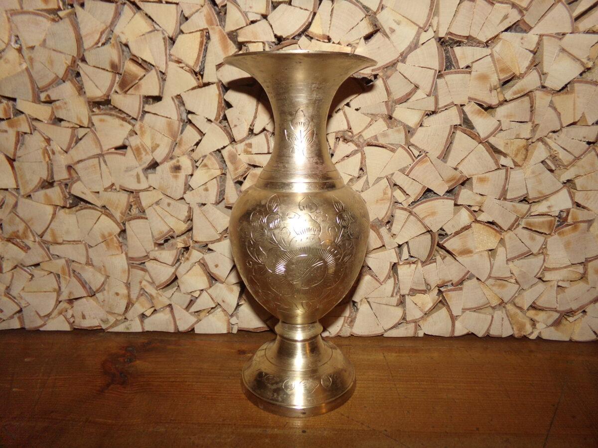 Бронзовая ваза.