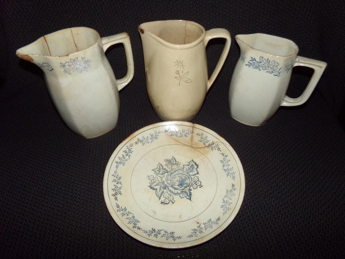 Три кувшина и тарелка. Рижский фарфор. 1950-тые года.