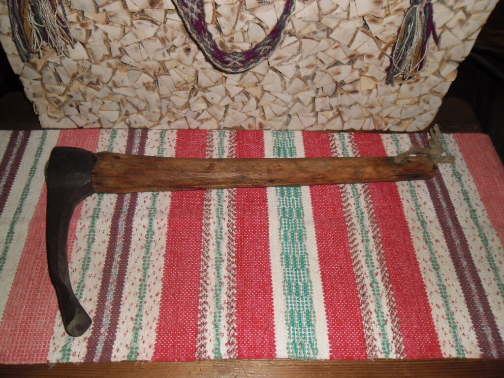 Инструмент для долбления древесины.