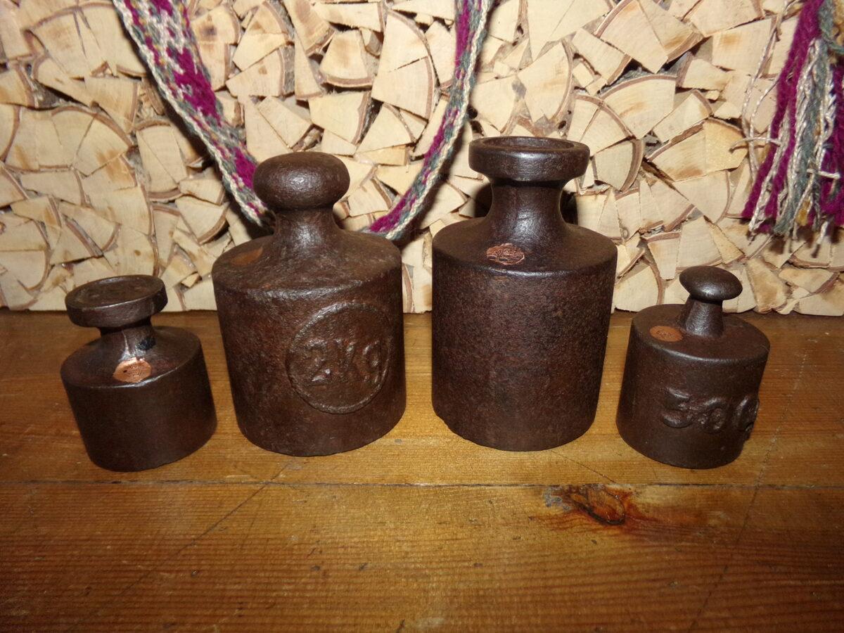 Четыре весовых гири. Латвия. 1920-30 года.