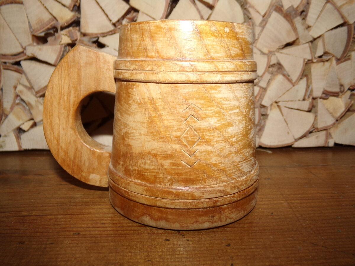 Декоративная деревянная кружка. Озолс.