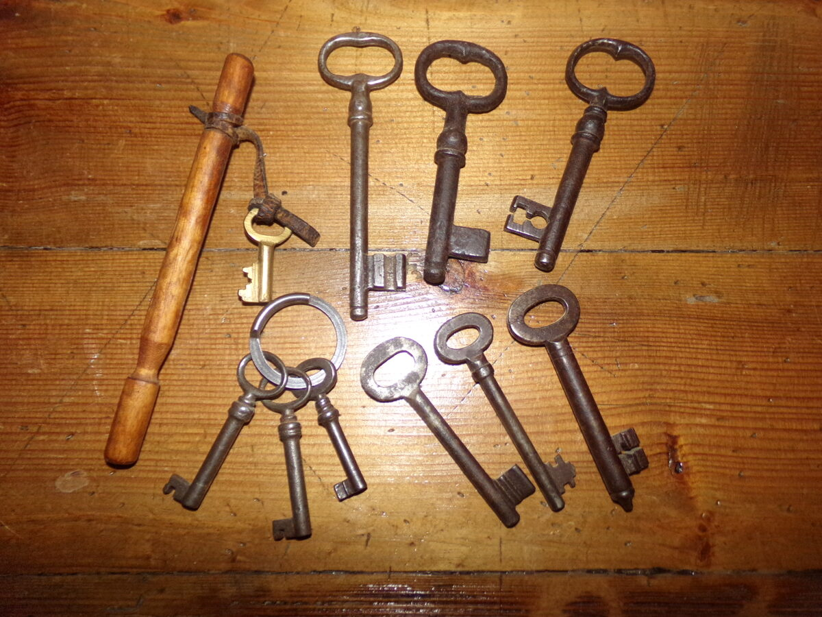 Старинные ключи для замков.