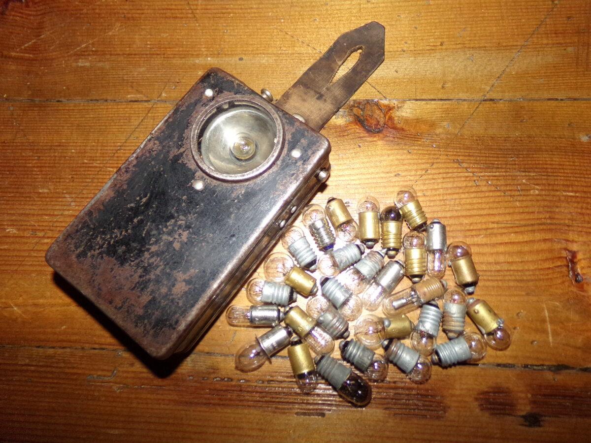 Kabatas lukturītis un mikrolampiņas
