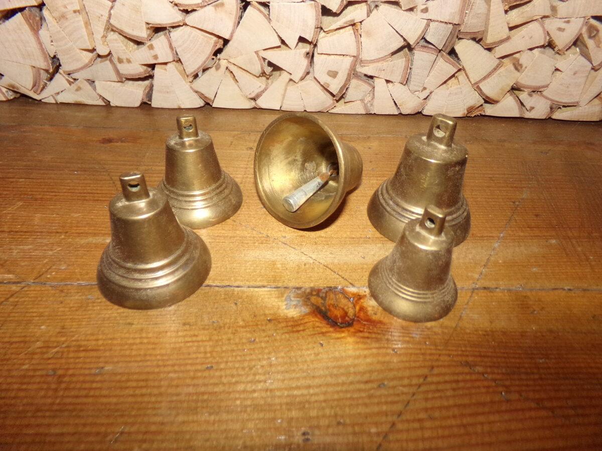 Пять маленьких бронзовых колокольчиков. Начало 20 века.