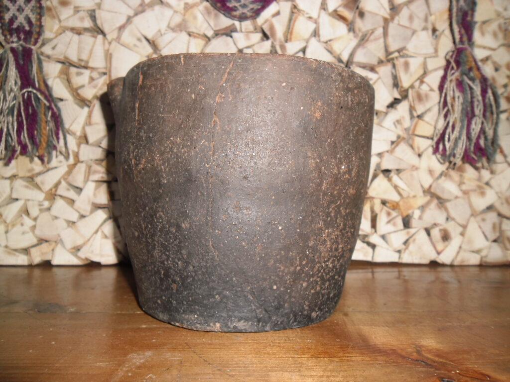 №1. Глиняный горшок ручной лепки.