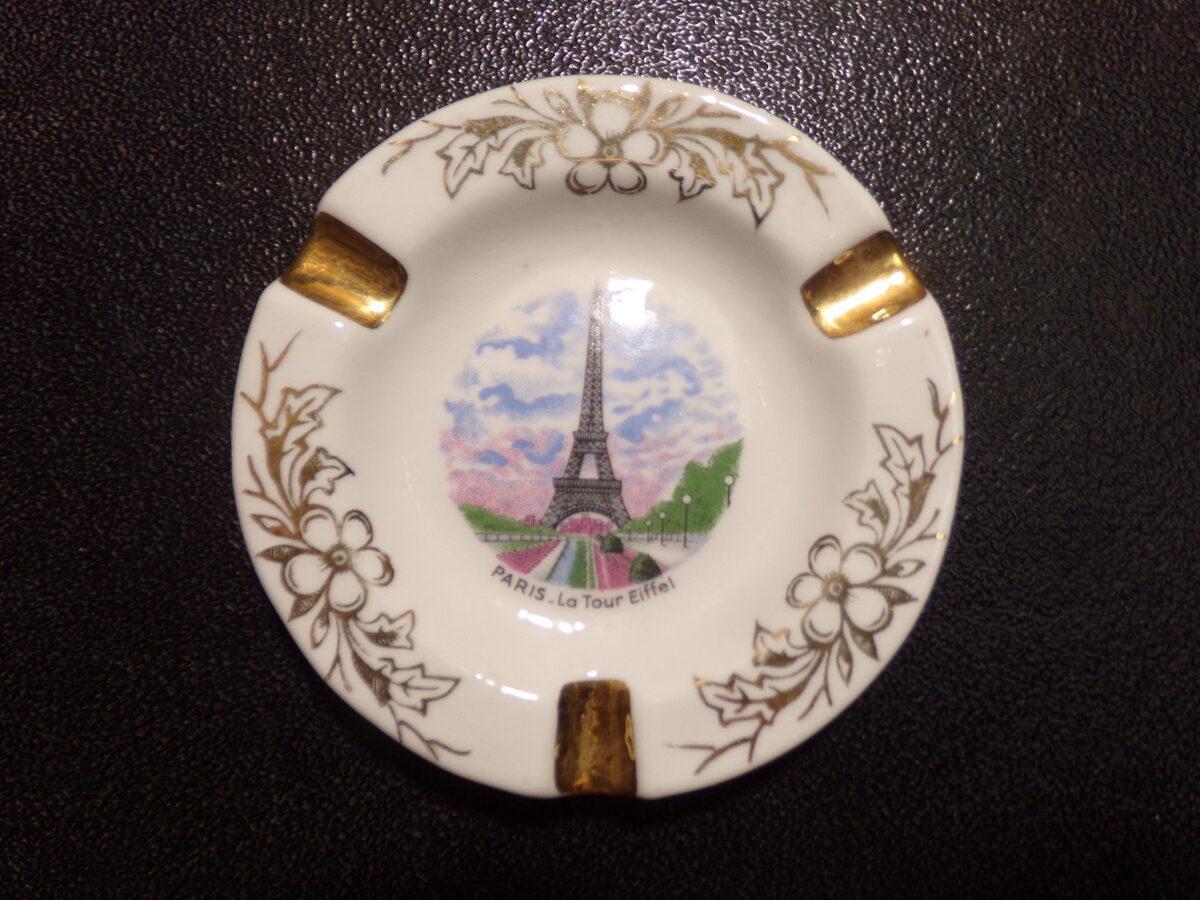 """Пепельница """"Париж""""."""