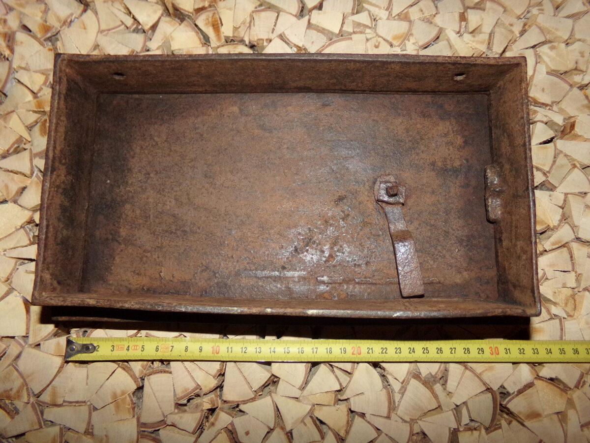 №17. Печная дверца с орнаментом.