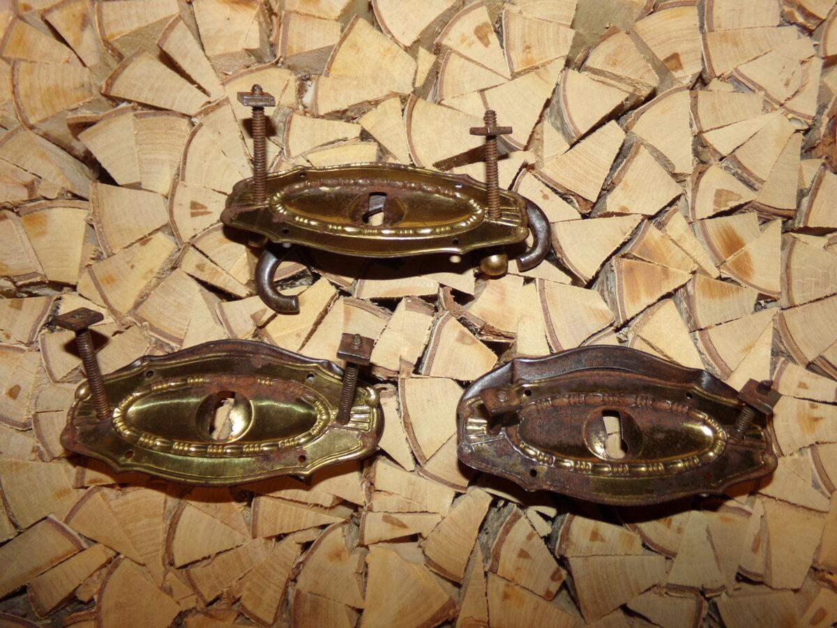 Комплект из трех мебельных ручек с декоративными накладками. Начало 20 века.
