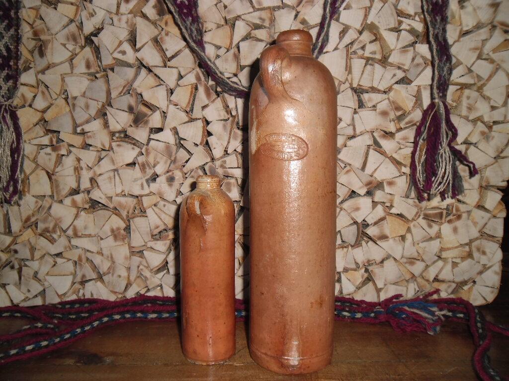 Глиняные бутылки из под рижского бальзама. Начало 20 века.