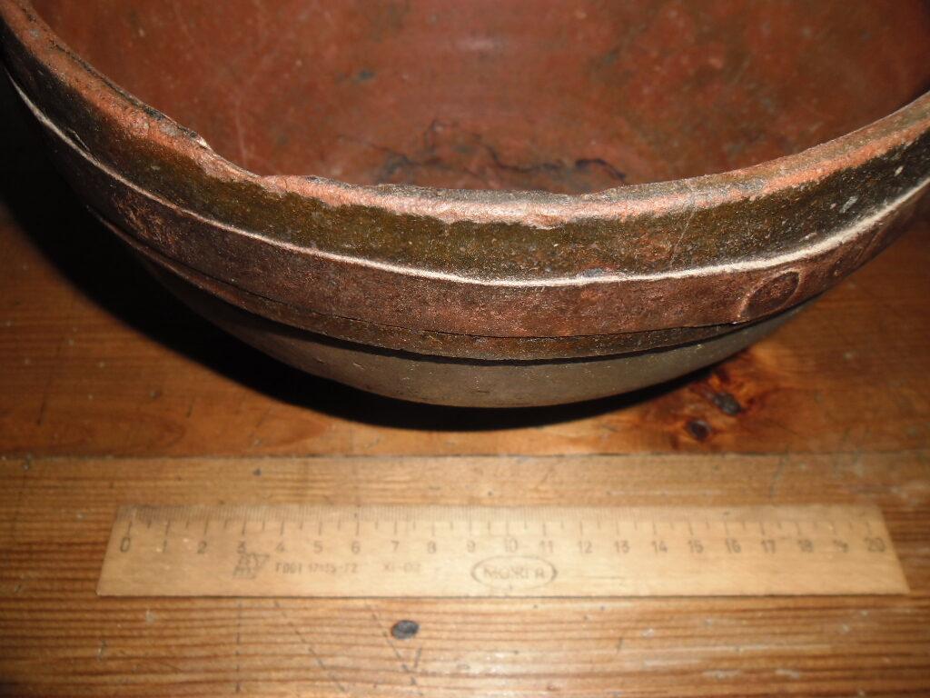 Nr 10 māla šķīvis ar metāla riņķi