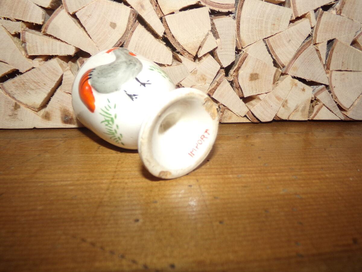 """Подставка для яйца с клеймом """"импорт""""."""