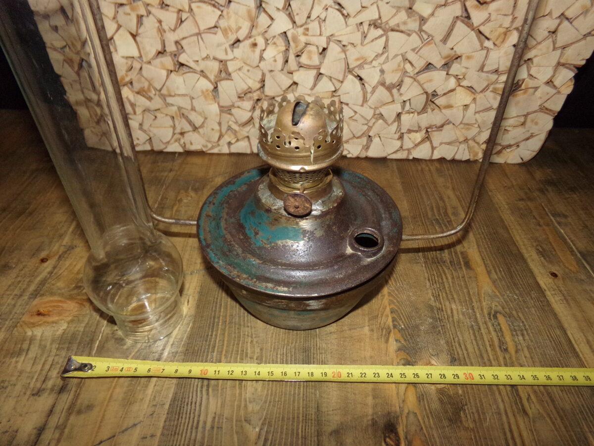 Karināma petrolejas lampa ar abažūru
