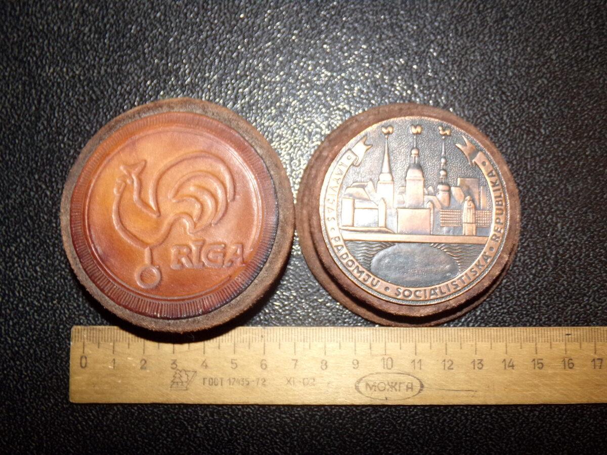 Медная медаль в кожаной коробке. Советская Латвия.