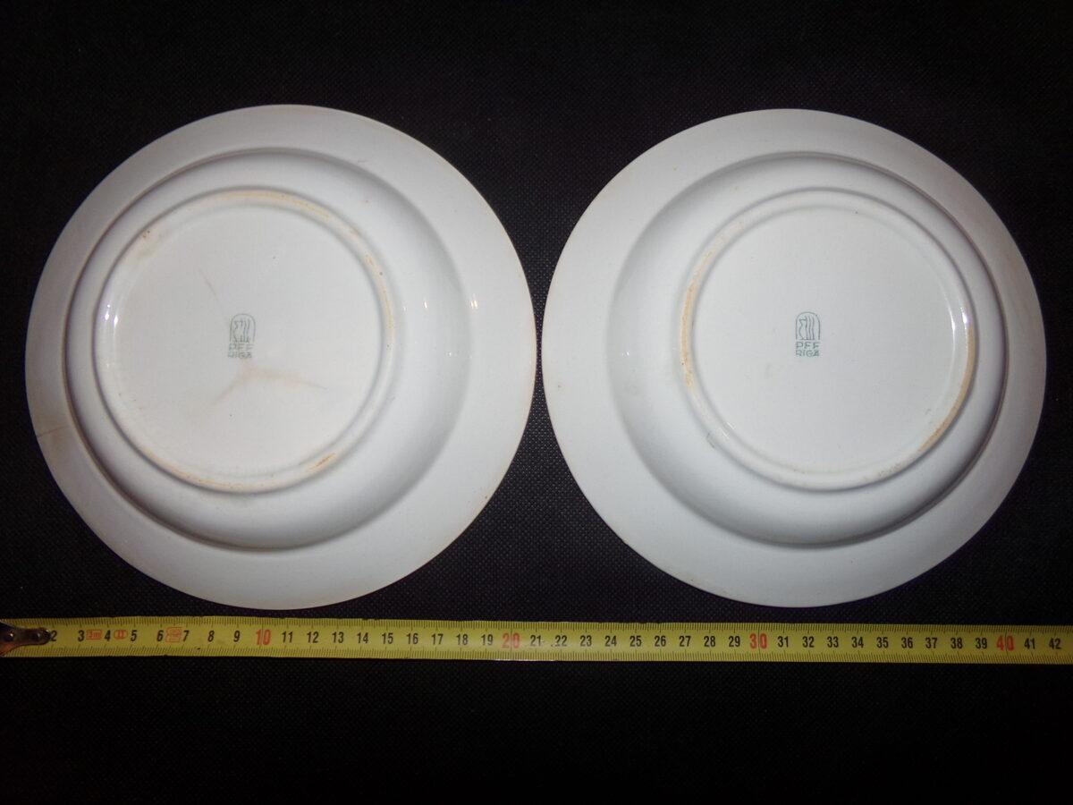 Две тарелки с рисунком. Рижский фарфор. СССР.