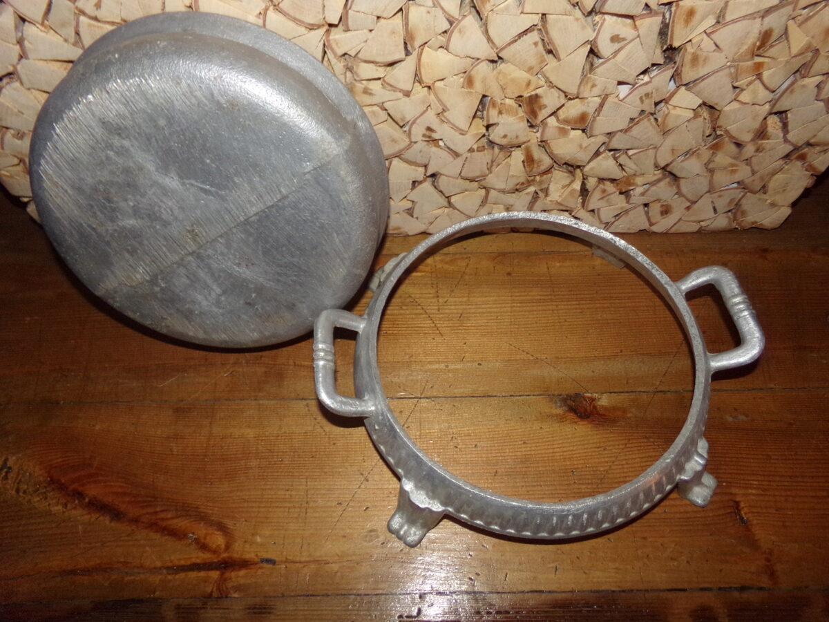 Угольница для подогрева посуды. Алюминий. Середина 20 века.