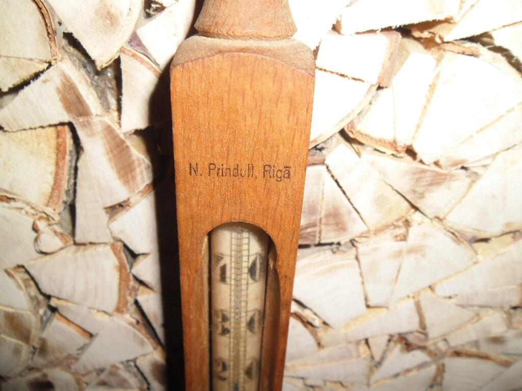Комнатный градусник. Измерение по шкале Реамюра. Латвия. 1920-тые года.