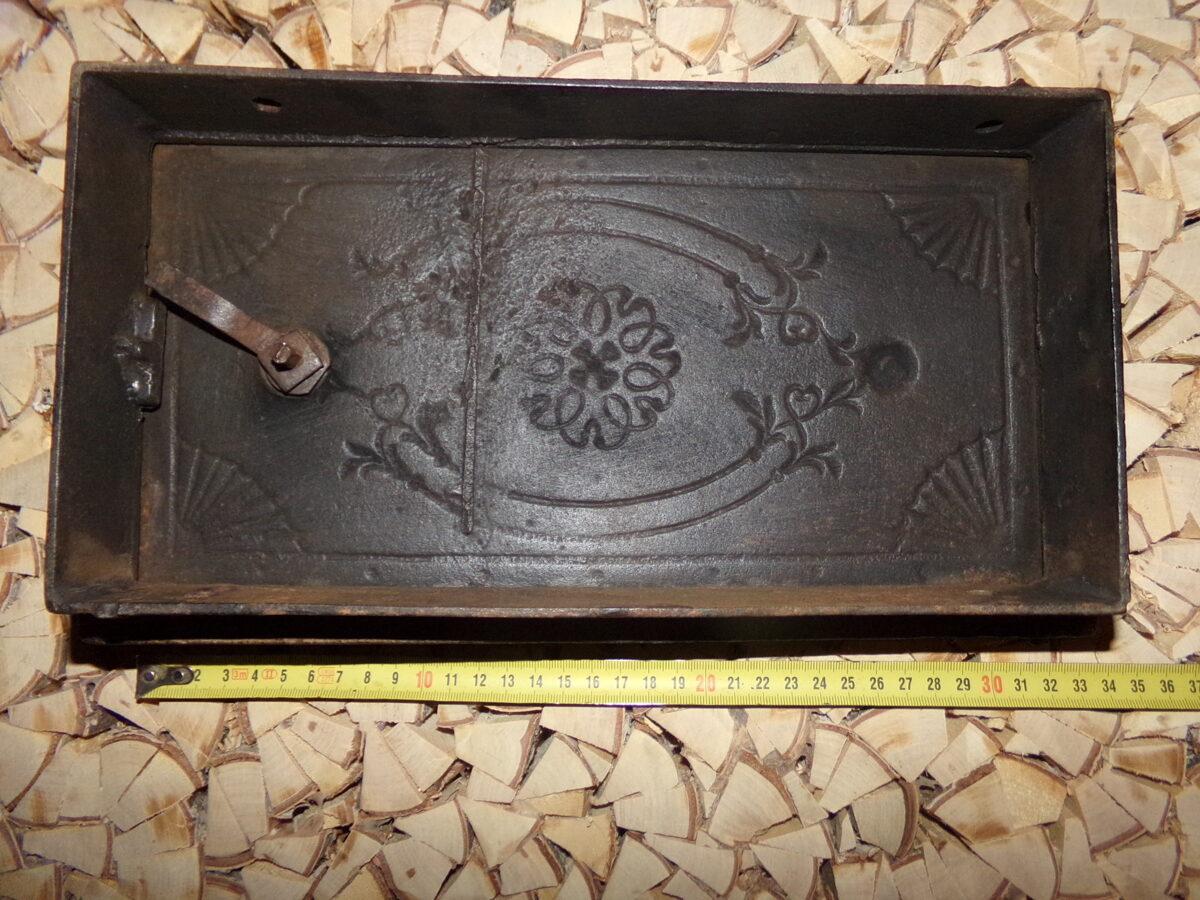 №5. Печная дверца с орнаментом.