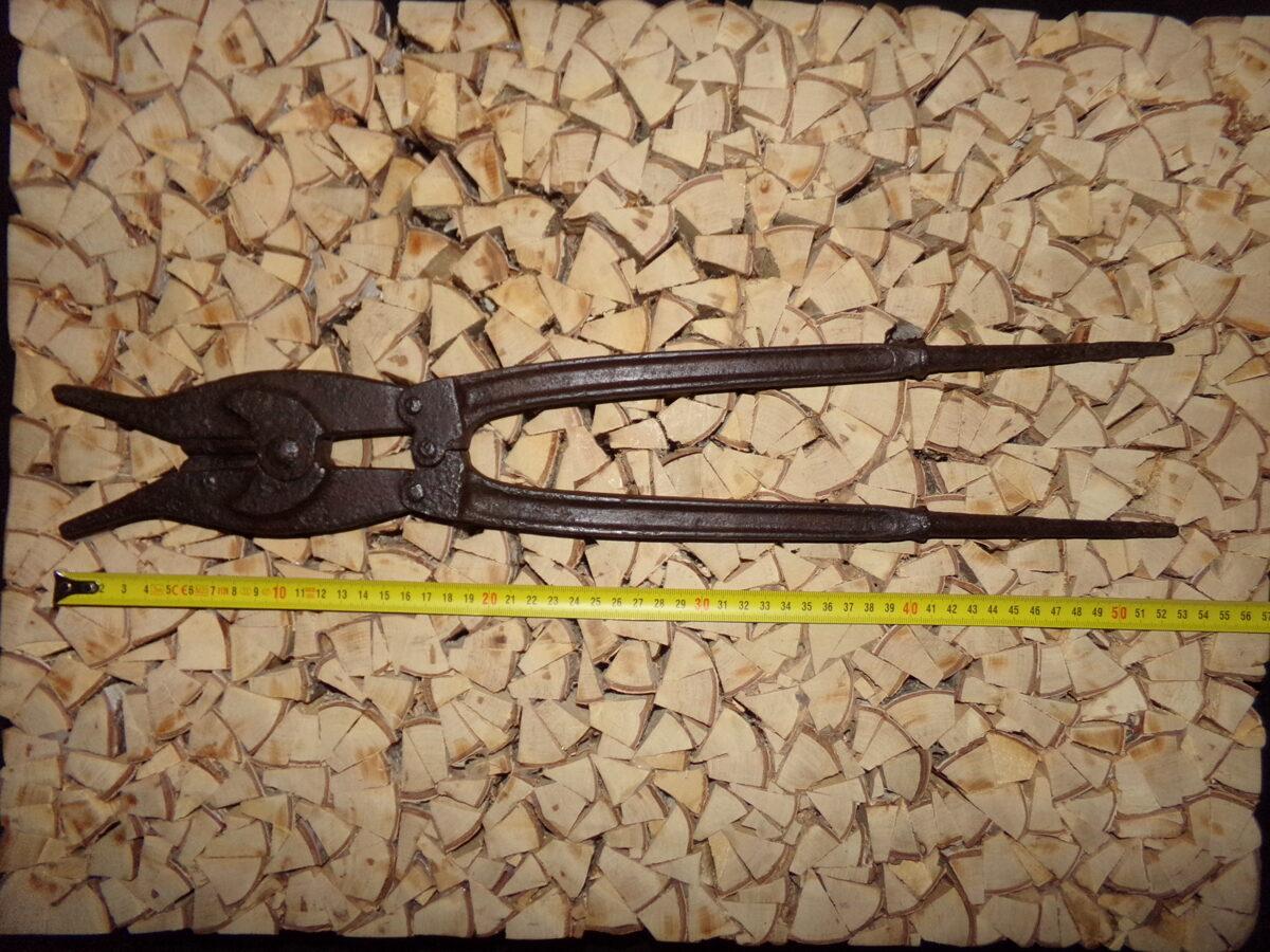 Большие ножницы для разрезания проволоки.