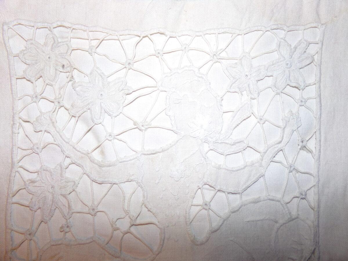 Настенная салфетка-мешок с накладным кружевным узором. Восточная Латвия. Начало 20 века.