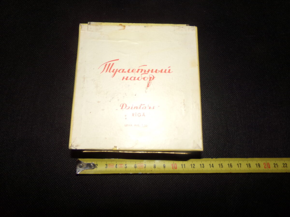 Коробка из под туалетного набора Дзинтарс. СССР. Середина 20 века.