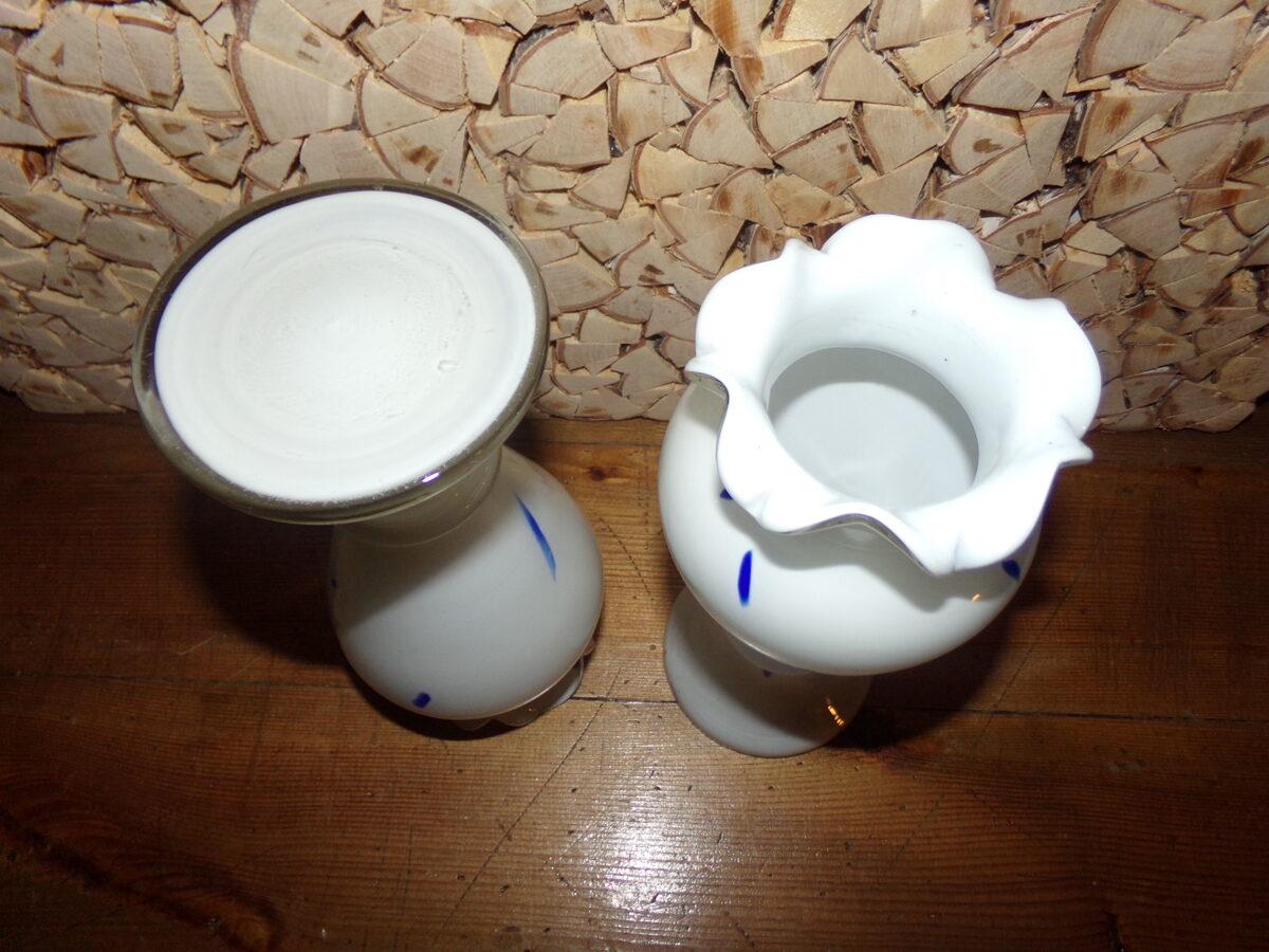№9. Две вазы из крашенного стекла. СССР.
