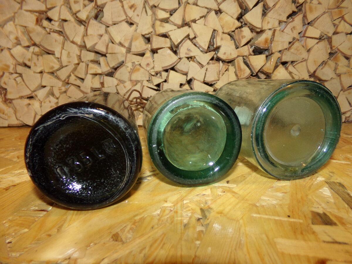 Три стеклянные бутылки с пробками. Латвия. Начало 20 века.