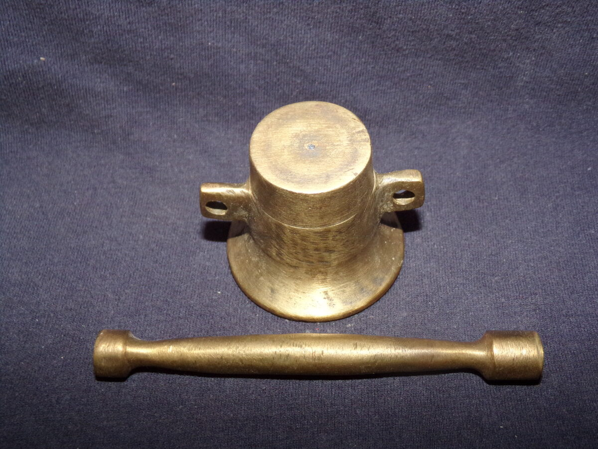 Миниатюрная ступка с пестиком. Материал-бронза. 19 век.