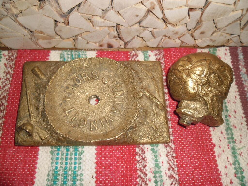 Старинное бронзовое пресс-папье в виде черепа. Начало 20 века.