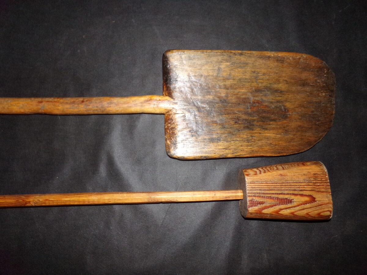 Хлебная лопата и толкан.