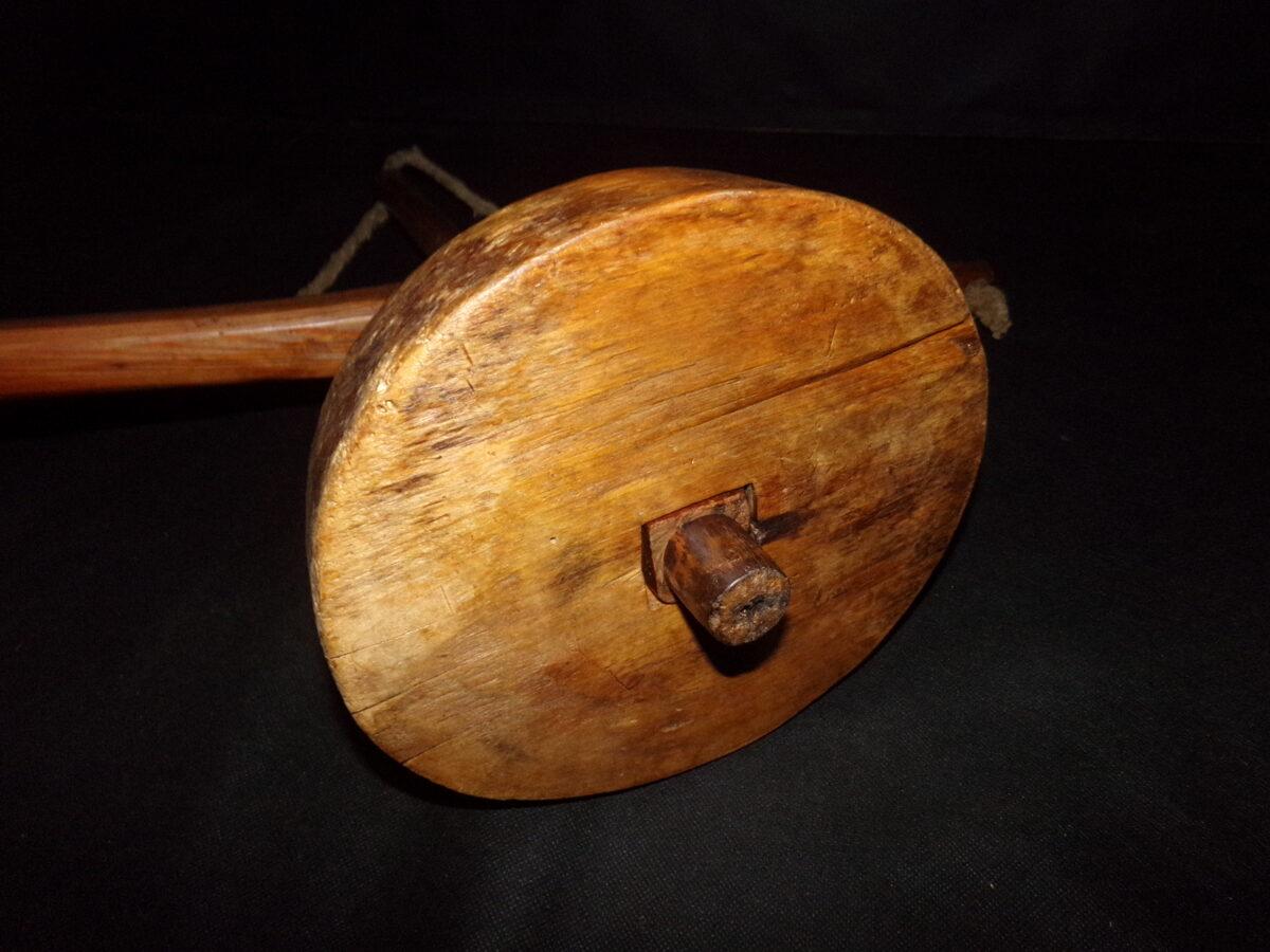 Станок для плетения веревки.