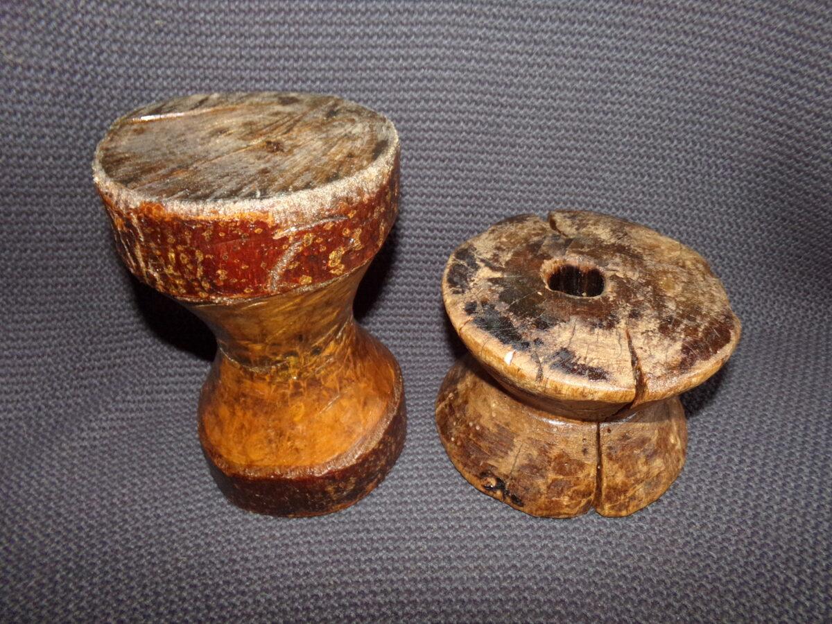 Две большие деревянные катухи для ниток. Восточная Латвия. 19 век.