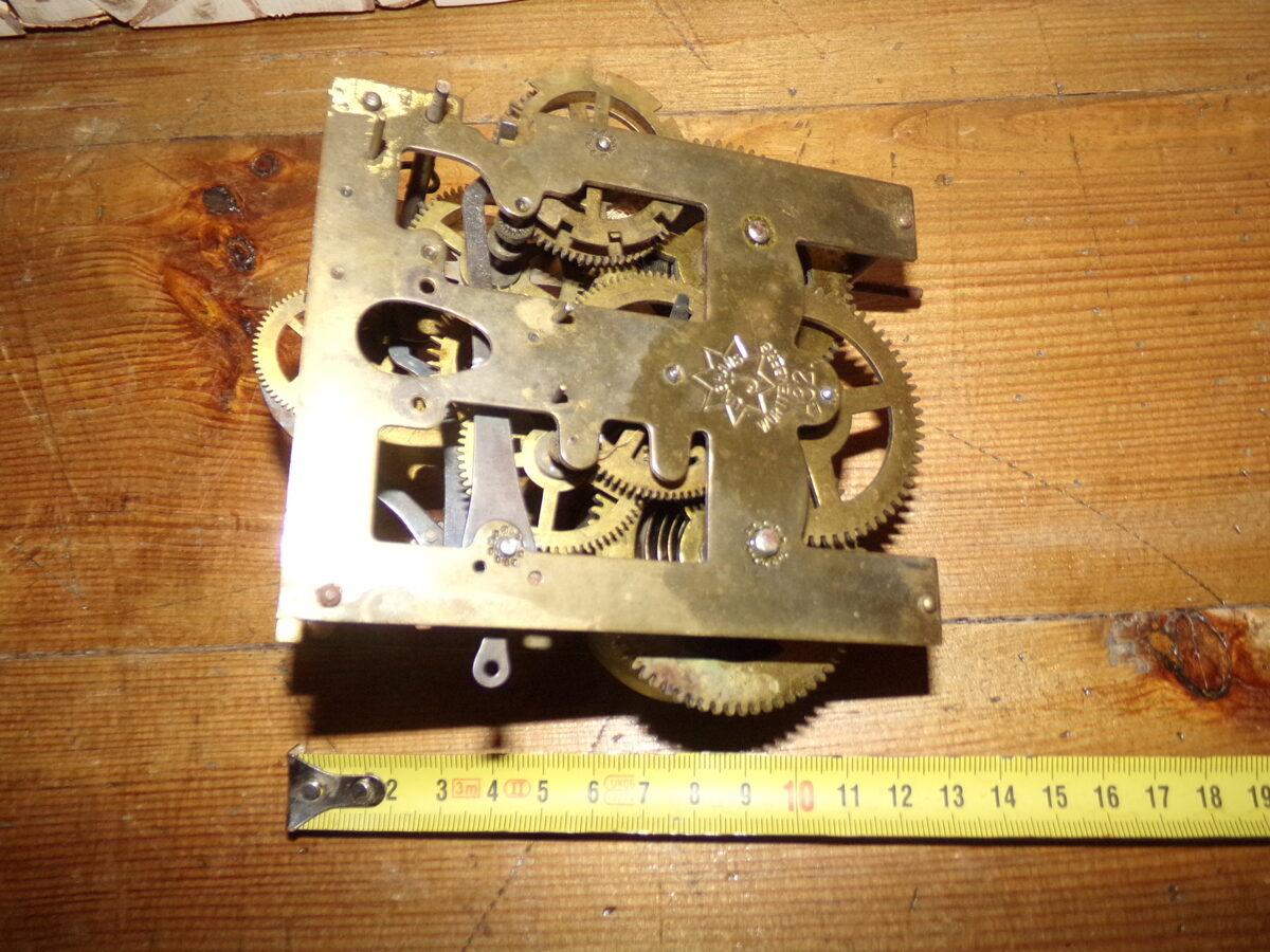 Senlaicīga pulksteņa mehānisms. 20. gs sākums