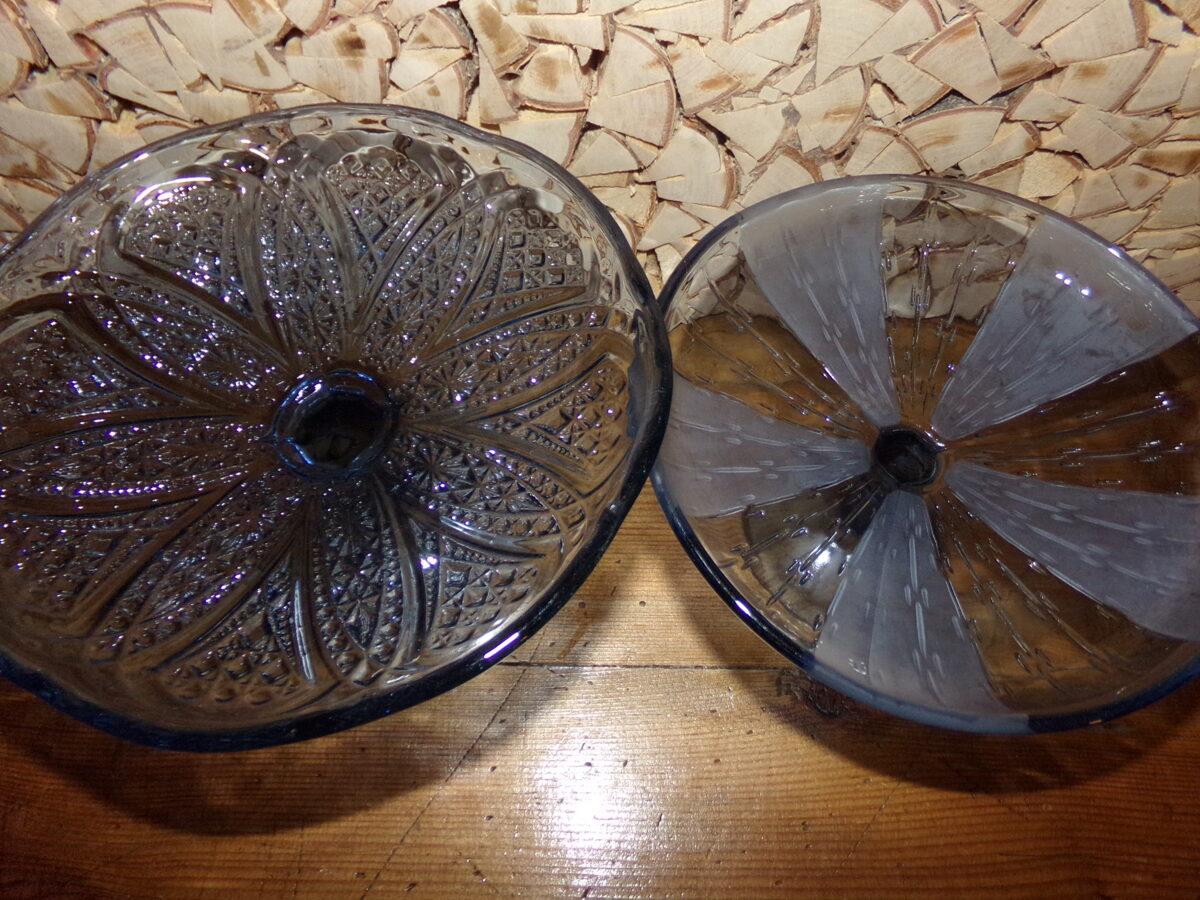 №6. Две вазы из синего стекла.