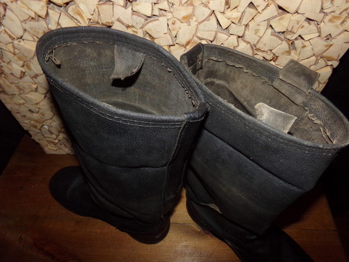 Кирзовые сапоги на бронзовых гвоздях.