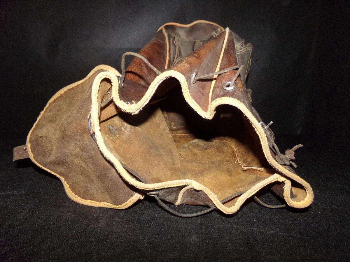 ādas mugursoma