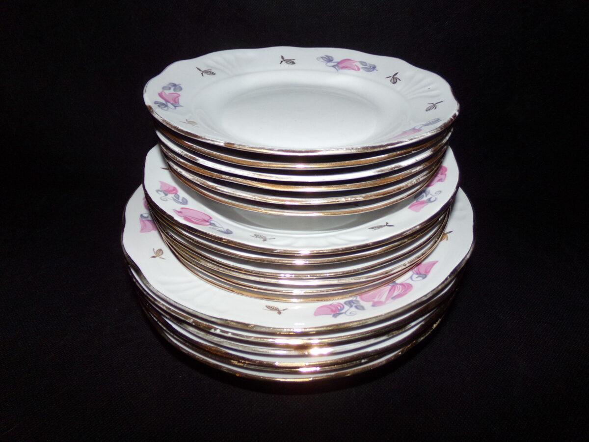 Сервиз из 18 тарелок. Советская Латвия. 1980-тые года.