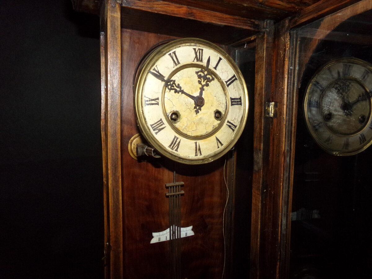 Настенные часы с боем.
