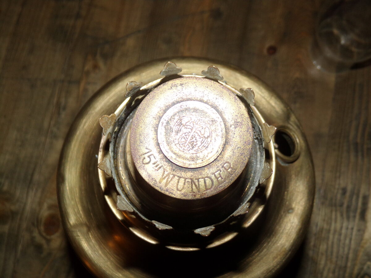 Petrolejas lampa no misiņa