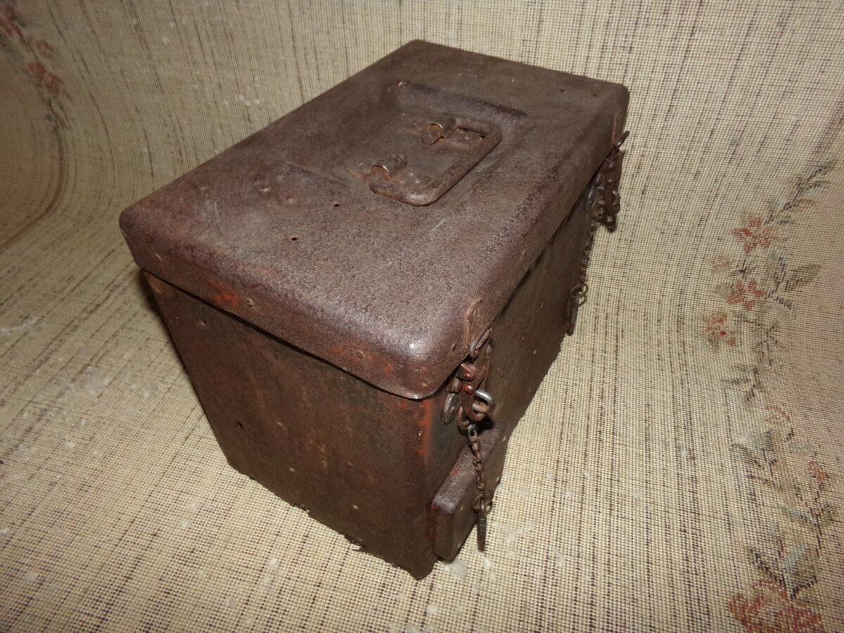 radiostacijas kaste