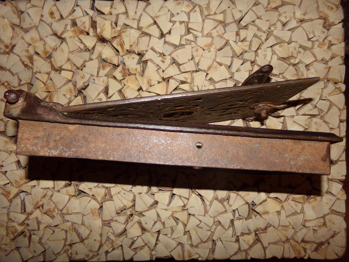 №18. Печная дверца с изображением бобра.