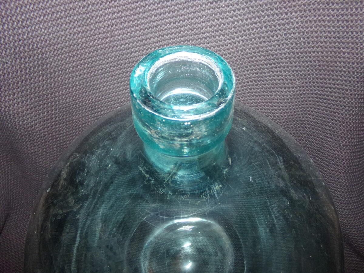 Большая круглая бутыль. Объем 30 литров.