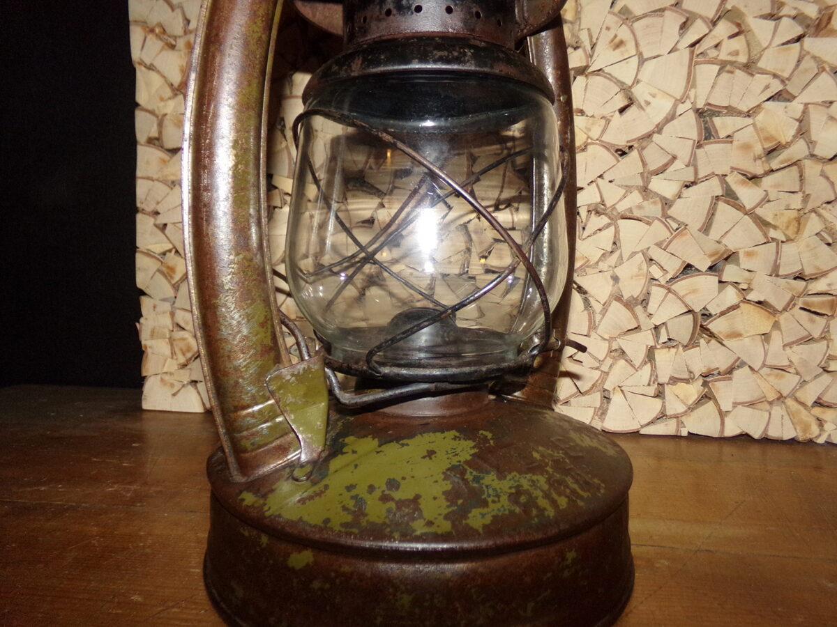 """Керосиновая лампа """"Квеле""""."""