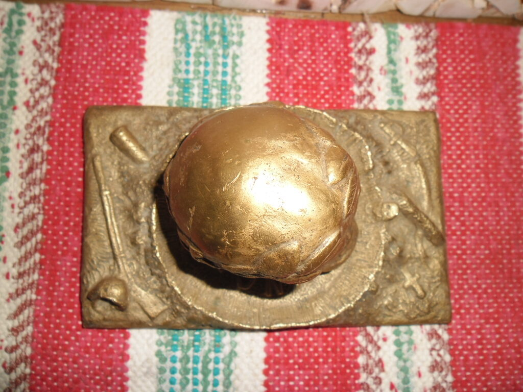 Senlaicīgs bronzas prespapjē, galvaskausa formā. 20. gs sākums