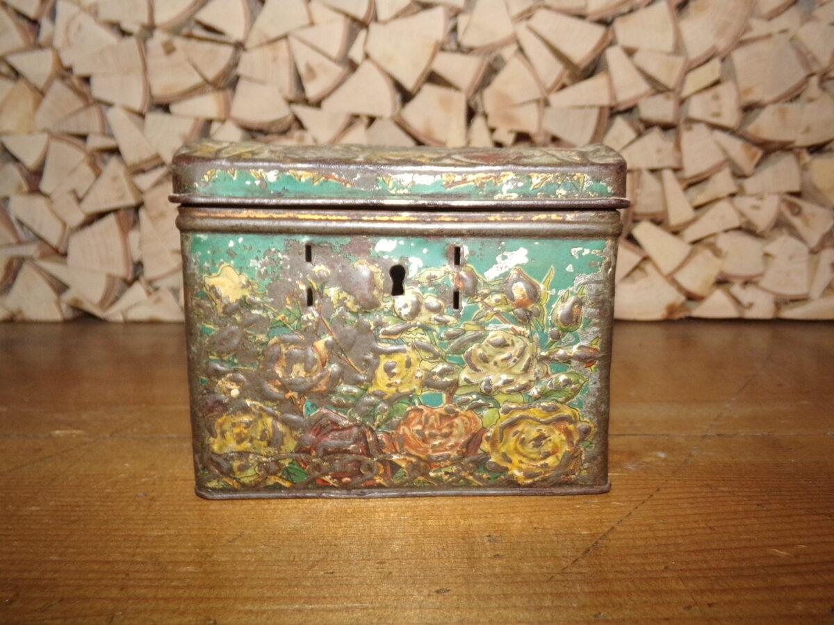 Жестяная коробка-сундучек из под чая. Россия. Начало 20 века.