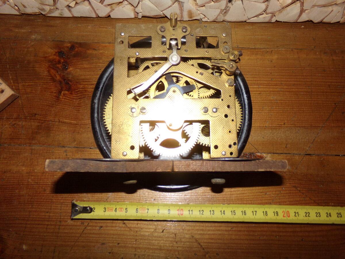 Senlaicīgs pulksteņa mehānisms ar ciparnīcu