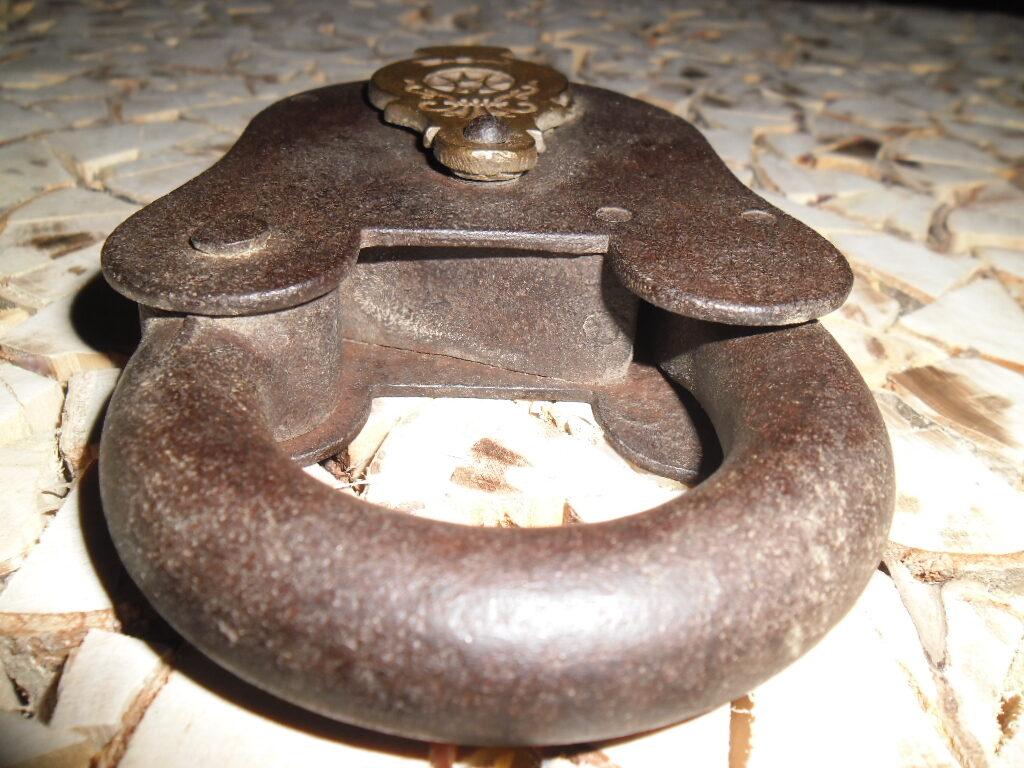Senalaicīgas kaltas atslēgas ar bronzas detaļu