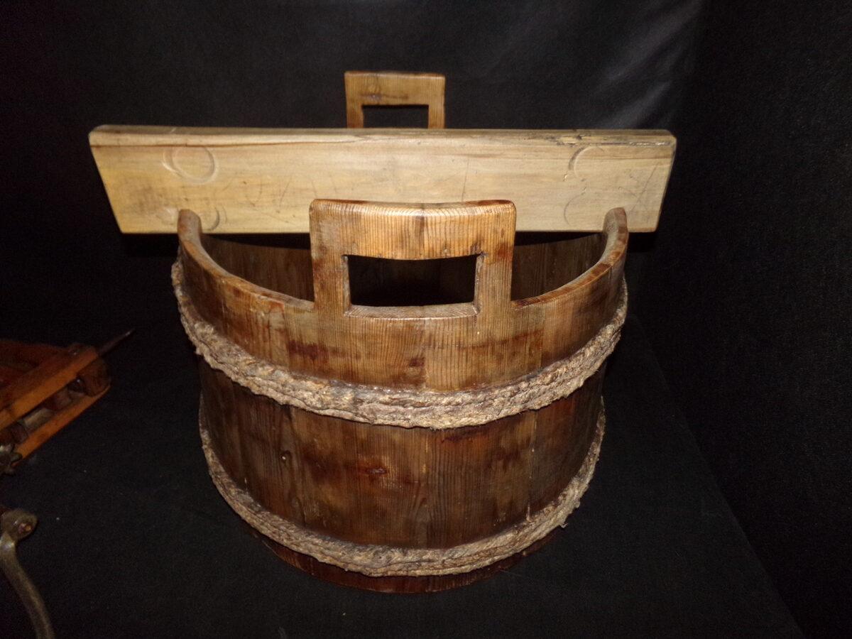 Инструмент для стирки и отжима белья.
