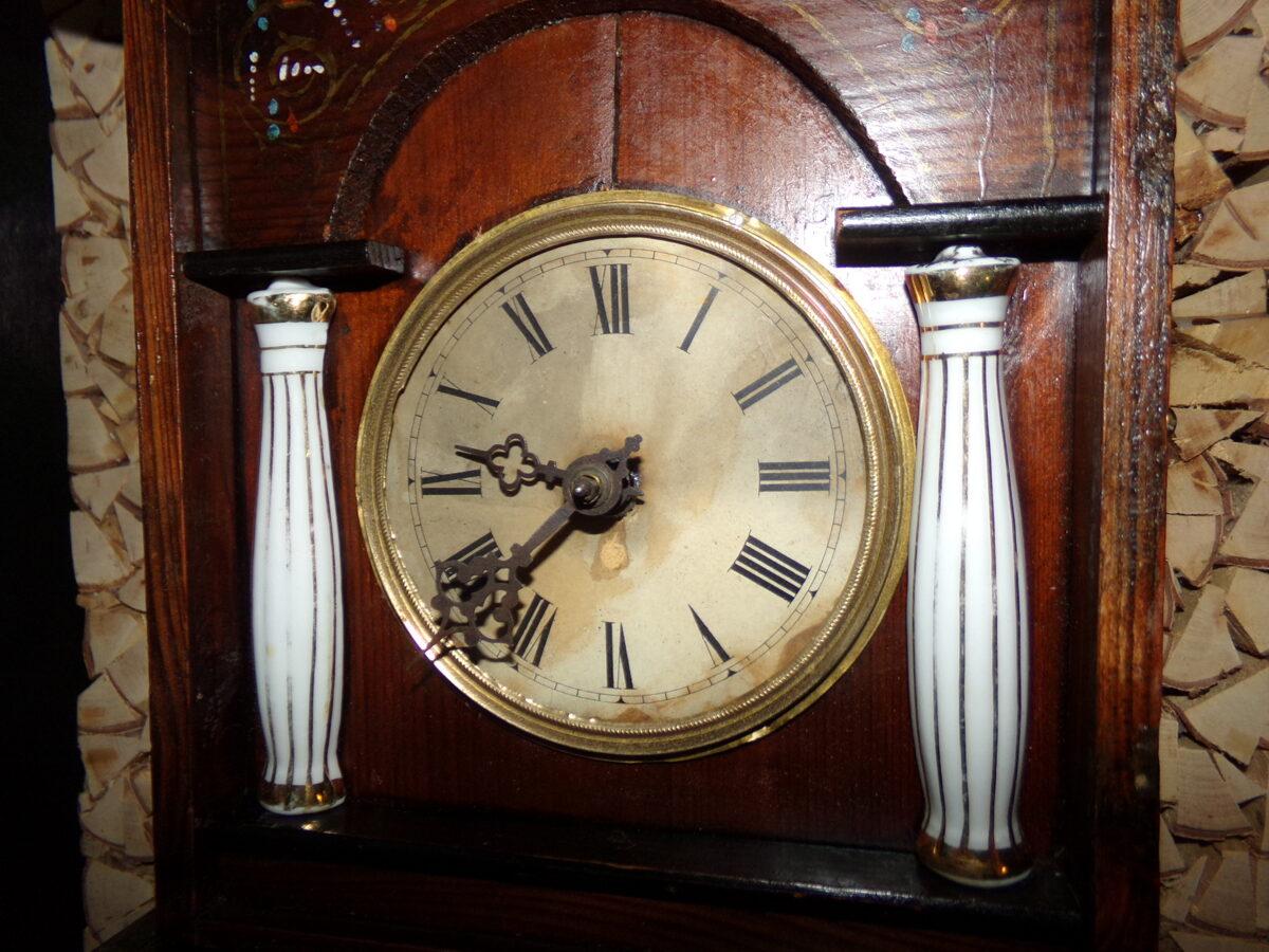 Настенные часы- ходики. Роспись. Фарфоровые колонны. 19 век.